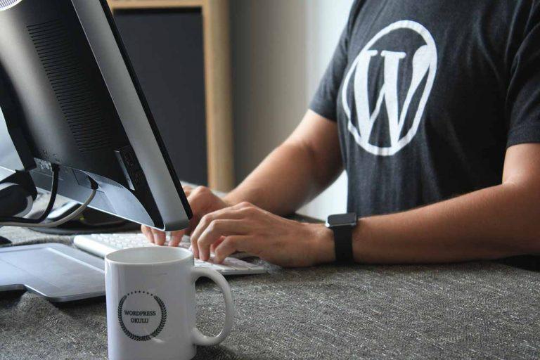 Egyedi weboldal fejlesztés, vagy WordPress? Melyik a jobb 2021-ben?
